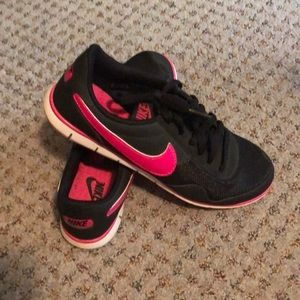 Women's Nike running shoes hot pink black size 8